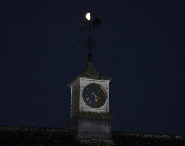 11_Moon_over_clocktower